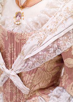 pañoleta Victorian Era Dresses, Vintage Dresses, Folk Costume, Costumes, European Dress, 18th Century Fashion, Marquise, Marie Antoinette, Traditional Dresses