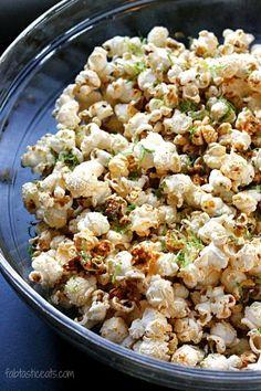 Mexican Popcorn - Fabtastic Eats 1 teaspoon cumin teaspoon chili powder teaspoon cayenne teaspoon oregano teaspoon garlic powder teaspoon onion powder teaspoon kosher salt 1 lime, juiced and zested 3 Tablespoons coconut oil, divided cup popcorn kernels Popcorn Snacks, Flavored Popcorn, Gourmet Popcorn, Popcorn Recipes, Snack Recipes, Cooking Recipes, Popcorn Kernels, Popcorn Toppings, Popcorn Mix