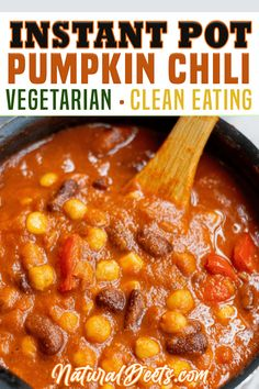 With just a hint of pumpkin spice, and a kick of cayenne, this vegetarian pumpkin chili is a delicious meal that will keep you cozy on those cold fall nights! Just one taste and this clean eating dinner recipe will become a regular on the dinner rotation! Even better, we are going to make it in the instant pot so the delicious fall fragrance can fill your home while dinner is cooking! | Natural Deets @naturaldeets #instantpotchili #pumpkinchili #familydinner #quickchilidinner #naturaldeets