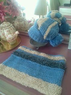 Snood et bonnet bleu et beige en laine