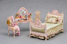 Amsterdam artist Alice Marques hand-paints French Country style and Shabby Chic dollhouse furniture and ladies accessories. She makes deligh. Miniature Rooms, Miniature Furniture, Dollhouse Furniture, Dollhouse Interiors, Victorian Bedroom, Victorian Dolls, Barbie Bedroom, My Doll House, Barbie Furniture