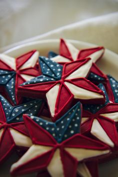 Memorial day or of july pinwheel-flag cookies (red velvet roll out cookie base) recipe Fancy Cookies, Iced Cookies, Royal Icing Cookies, Cookies Et Biscuits, Cupcake Cookies, Sugar Cookies, Cookie Favors, Flower Cookies, Heart Cookies
