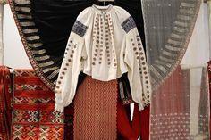 'Romanian peasant blouse back in fashion BUCHAREST, Romania (AP) — Romania's latest hot fashion item? The traditional peasant blouse. http://news.yahoo.com/romanian-peasant-blouse-back-fashion-151820249.html The Romanian blouse inspired Henri Matisse and Yves Saint Laurent. 'La Blouse Roumaine' http://www.icr.ro/bucuresti/evenimente/la-blouse-roumaine-de-la-costumul-popular-romanesc-la-arta-lui-henri-matisse-expozitie-de-costum-popular-romanesc-in-galeria-icrny.html