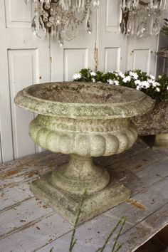 Urn fabulous.  Urns are so fab.  Need to find some the average shopper can afford to make their home charming