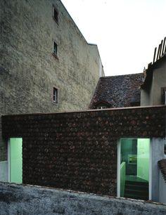Herzog & De Meuron - Caricature and Cartoon Museum, Basel 1996. (C) Margherita Spiluttini.