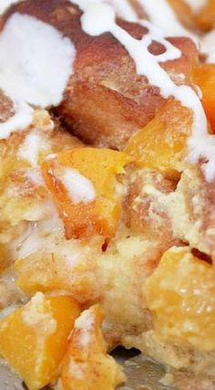 Peach Cobbler Bread Pudding More Pudding Desserts, Pudding Recipes, Pie Recipes, Sweet Recipes, Dessert Recipes, Recipies, Baking Recipes, Just Desserts, Delicious Desserts