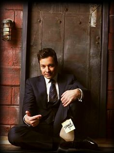 Jimmy Fallon after winning outstanding guest actor award for SNL and transitioning from his Late Night show to replacing Jay on The Tonight Show. Saturday Night Live, Beautiful Men, Beautiful People, James Thomas, Brooklyn, Tonight Show, Look At You, Man Humor, Famous Faces
