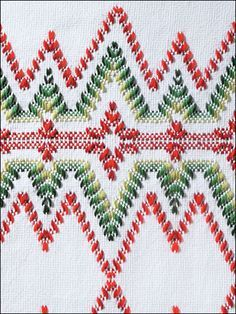 Huck Embroidery / Punto Yugoslavo / Swedish Weaving / Bordado Vagonite. Monk's Cloth Afghans for Christmas