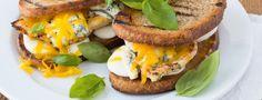Třísýrový sendvič s kuřecím masem