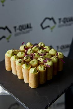 Pillo pastry cigar with avocado mousse Canapes Recipes, Appetizer Recipes, Canapes Ideas, Easy Canapes, Wine Recipes, Cooking Recipes, Mini Appetizers, Tiny Food, Small Meals