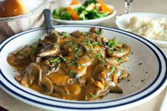 Chicken Marsala is traditional Italian comfort food. It received it's name from the city of Marsala and the dry or sweet, wine that is produced there that is used in this… Potluck Recipes, Dinner Recipes, Healthy Recipes, Potluck Meals, Chicken Asparagus, Chicken And Vegetables, Easy To Cook Meals, Marsala Recipe, Organic Cooking