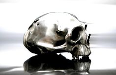 for those who like skull things... a sweet lamp.