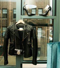 Anine Bing Leather Jacket et Saint Laurent Paris Ankle Strap Pumps Aimee Song, Tomboy Chic, Saint Laurent Paris, Anine Bing, Burberry Prorsum, Temperley, Dress Me Up, Different Styles, Preppy