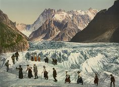Vallée de Chamonix. Traversée de la Mer de Glace. (FRANCE)    #Europe #France