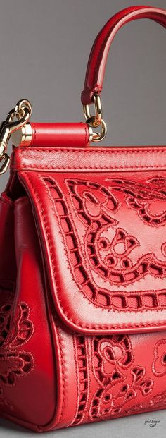 Dolce & Gabbana - Detail ~ Fall Via Red Purses, Purses And Handbags, Dolce Gabbana Online, Red Fashion, Shades Of Red, Beautiful Bags, My Bags, Leather Bag, Valentino