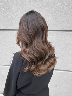 Brunette balayage. Everyday style
