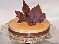 Frabisa cuisine: chocolate and nougat cake Nougat Cake, Hispanic Desserts, Delicious Desserts, Dessert Recipes, Recipe For 4, Recipe Recipe, Brownie Recipes, Christmas Desserts, Party Cakes