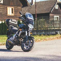 Photos of motorcycle Kawasaki Versys 650 with sport Akrapovič exhaust Versys 650, Motorcycle Types, Exhausted, Bobber, Bike, Sports, Photos, Top, Super Bikes