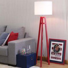 Com design contemporâneo despojado, a Luminária de Piso Sirigaita é uma opção…