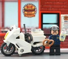 "(@minifignick) på Instagram: ""Coffee Break Time #coffee #coffeebreak #police #brickcentral #legophotography  #brick_vision…"""
