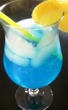 ELECTRIC LEMONADE  lemonade  vodka  blue curacao  7up