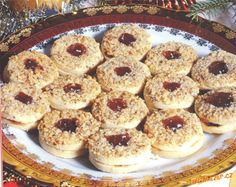 Kolečka s ořechovým vrškem Christmas Baking, Christmas Cookies, Bagel, Doughnut, Food And Drink, Bread, Xmas Cookies, Christmas Desserts, Bakeries