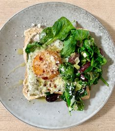 Eat: Eggs with Spinach and Black Olives