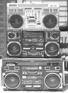 Ghetto Blaster - Big Speakers & Lot's Of Chrome!