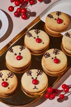 Csokikrémmel és lekvárral töltött keksz recept   Street Kitchen Bulgarian Bread Recipe, Bread Recipes, Biscuits, Cheesecake, Muffin, Food And Drink, Baking, Breakfast, Advent
