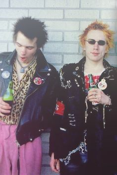 Sid Vicious & Johnny Rotten - Sex Pistols - i like the contrast of materials and colours they are wearing