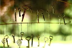 Put a few old keys together and hang outside. What a cute wind chime! Under Lock And Key, Key Lock, Antique Keys, Vintage Keys, Old Keys, Key To My Heart, Writing Inspiration, Door Knobs, Wind Chimes
