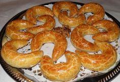 Márványos pozsonyi kifli Hungarian Recipes, Hungarian Food, Bread Rolls, Bagel, Bread Recipes, Sausage, Healthy Recipes, Healthy Food, Mint