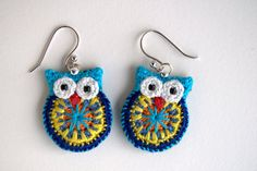 Crochet owl earrings made from embroidery thread and little black beads for eyes. The owls measure Owl earrings crochet owl ecomo fazer arrings by MutineerJewelry on Etsy Crochet Owl earrings, tiny owls crocheted in light teal cotton yarn with yellow glas Crochet Owls, Crochet Gifts, Diy Crochet, Crochet Flowers, Crochet Stitches, Crochet Jewelry Patterns, Crochet Accessories, Knitting Patterns, Crochet Earrings Pattern