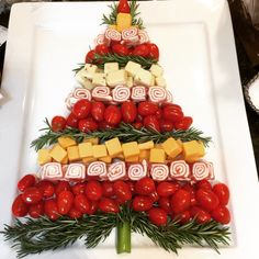 grape, thyme and cheese shaped Christmas tree appetizer add some fresh natural elements to your gift wrapping a sim. Christmas Cheese, Christmas Party Food, Christmas Brunch, Xmas Food, Christmas Breakfast, Christmas Appetizers, Christmas Cooking, Christmas Desserts, Christmas Treats