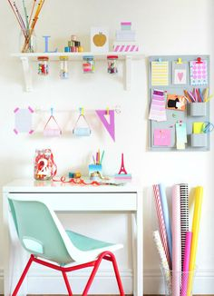 Really cute idea for a craft or teen room. Really cute idea for a craft or teen room. The post Really cute idea for a craft or teen room. appeared first on Decor Ideas. Kids Desk Space, Study Space, Kids Workspace, Study Nook, Ideas Para Organizar, Tumblr Rooms, Desk Areas, The Design Files, Space Crafts