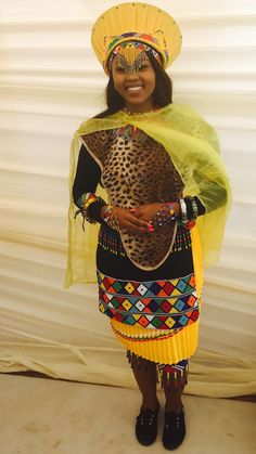 Traditional Zulu Bride Zulu Traditional Attire, Zulu Traditional Wedding, South African Traditional Dresses, Beautiful African Women, African Beauty, African Wedding Dress, African Print Dresses, Tribal Fashion, African Fashion