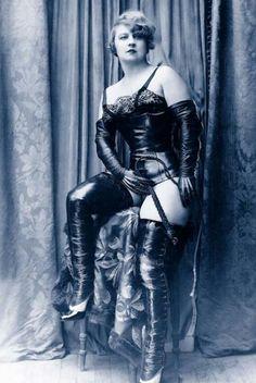 Boots 1930 vintage dominatrix