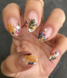 18 Gorgeous Floral Nail Art Designs for Spring Gold Nail Art, Floral Nail Art, Cute Acrylic Nails, Gold Nails, Nail Art Toes, Painted Acrylic Nails, Pearl Nail Art, Shellac Nail Art, Gradient Nails