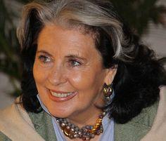 Angela Giannini Pagani Donadelli, tanti cognomi, uno per ogni sfaccettatura dei suoi talenti. Regista televisiva, artista, scultrice, ideatrice di riviste.