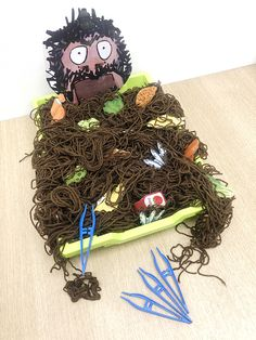 Getting ready for Roald Dahl Day with your class? Check out this 'The Twits' inspired activity! Fill a tray with wool to make Mr. Twits' beard & have the children clean the food items from it using tweezers, practising their fine motor skills.