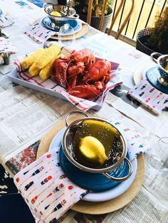 Harlow & Thistle Home Design Lebensstil DIY: Lobster Dinner Table Setting Lobster Fest, Lobster Dinner, Outdoor Table Settings, Outdoor Dining, Setting Table, Outdoor Dinnerware, Patio Umbrellas, New Home Designs, Dinner Table