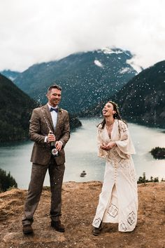 Ideas for an elopement wedding champagne toast. Adventurous Washington Mountain Elopement at Diablo Lake in the North Cascades. The Foxes Photography. Foxes Photography, Wedding Photography Poses, Elope Wedding, Elopement Wedding, Wedding Champagne, Champagne Toast, Paris Wedding, Diablo Lake, Double Wedding
