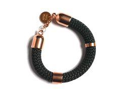 Handmade. De Dreamz armband is een prachtig sieraad met onderdelen van Europees designer quality. Helemaal leuk en de trend voor dit jaar! http://bylieske.biedmeer.nl/dreamz-ros%C3%A9-diverse-kleuren