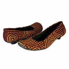Zapatos artesanales hechos con superficie en mola y cuero y suelas en caucho y termoplástico. Colombia