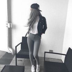 Find images and videos about fashion, style and hair on We Heart It - the app to get lost in what you love. Look Fashion, Girl Fashion, Fashion Outfits, Womens Fashion, Looks Style, Casual Looks, Gina Lorena, Looks Teen, Cool Outfits