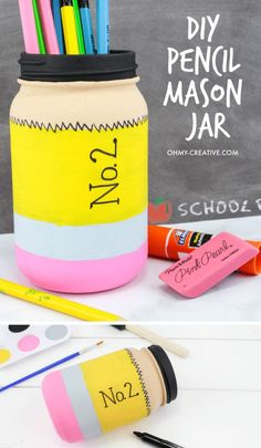Keep your pencils in this super cute pencil jar. It's an easy to paint mason jar craft that is perfect for back to school! A great DIY teacher gift too!COM jar teacher gift Pencil Mason Jar Craft - Cute Way to Store Pencils - Oh My Creative Mason Jar Projects, Mason Jar Crafts, Mason Jar Diy, Uses For Mason Jars, Diy Hanging Shelves, Diy Pallet Projects, Easy Projects, Pallet Ideas, Craft Projects