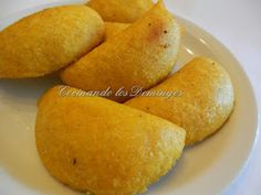 Empanadas Colombianas Colombian Bakery, Colombian Food, Colombian Recipes, Empanadas Recipe, Bacon Potato, Good Food, Yummy Food, Dumpling Recipe, Latin Food