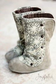 DIY Baby boots! These are so cute. I MUST make these for my munchkin to come visit us in Denver!!! :hearts: