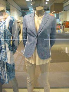 Ga voor een mooi jasje in spijker kleur! We just love denim!