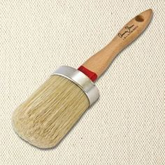 Chalk Paint™ large-sized furniture painting brush from Annie Sloan. The ideal brush for applying Chalk Paint™ on larger furniture pieces and even walls. This brush is beautifully designed and features